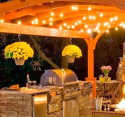 Ideas de tira de luces al aire libre para pérgola de techo abierto